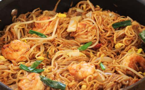 cuisiner des pates chinoises poêlée de nouilles chinoises et crevettes curry et coco