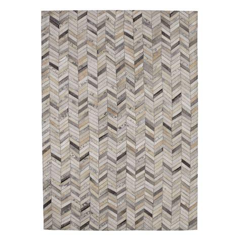 tapis en cuir argent 140 x 200 cm zigzag maisons du monde