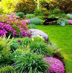 parterre de jardin parterre de fleurs avec galets With affiche chambre bébé avec parterres de fleurs vivaces
