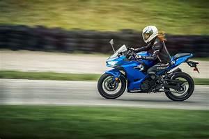 Kawasaki Ninja 400 : usa gets upgraded with the kawasaki ninja 400 asphalt rubber ~ Maxctalentgroup.com Avis de Voitures