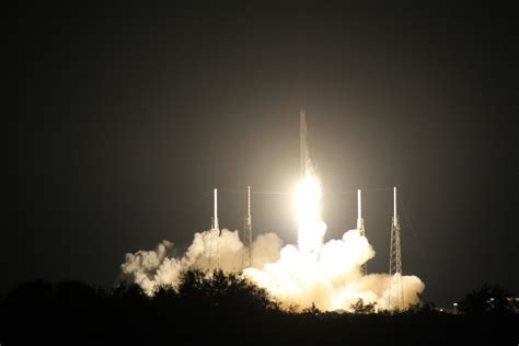 SpaceX Successfully Launches Cargo Ship to Station and ...