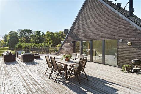 simple  beautiful scandinavian deck designs