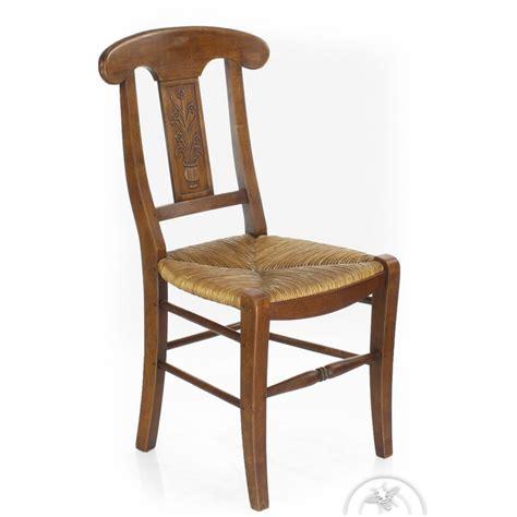 chaise en bois et paille chaise ancienne bois et paille vase de fleur saulaie
