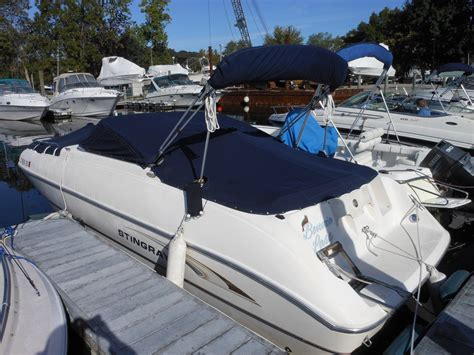 Deck Boat Or Bowrider by Stingray 220dds Deck Boat Bowrider 2002 For Sale For