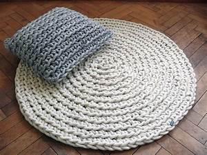 Teppich Selber Häkeln : handgeh kelter teppich wollwei crochets teppich h keln h keln gestrickter teppich ~ A.2002-acura-tl-radio.info Haus und Dekorationen