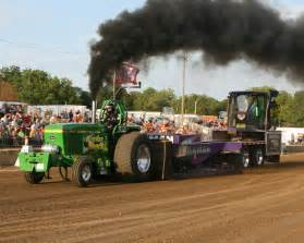 John Deere Pulling Tractors