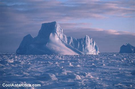 Thumbnails - Iceberg scape1 - Free use pictures of Antarctica
