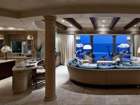 una casa de lujo en el oceano nuevo estilo