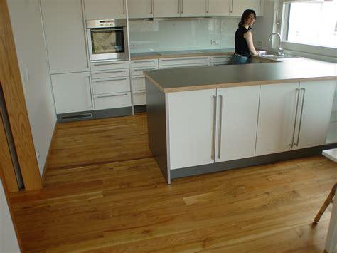 Küche Fliesen Esszimmer Parkett by Holzboden Auch In Bad Und K 252 Che Stiehle Parkettstiehle