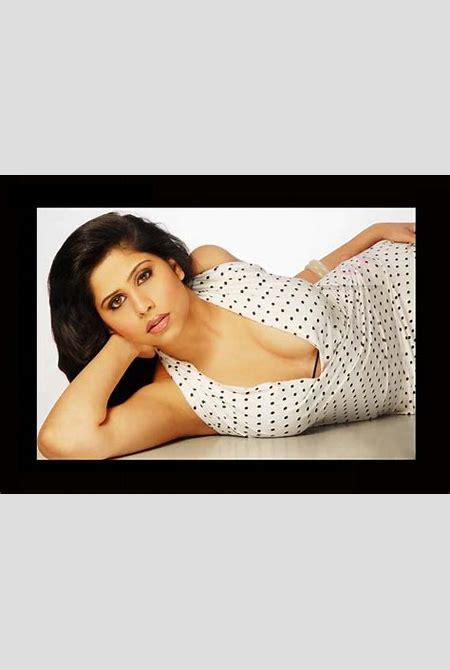 Sai Tamhankar Marathi Actress Photos,Biography,Wallpapers,Wiki,Hot,Filmography,Birth Date