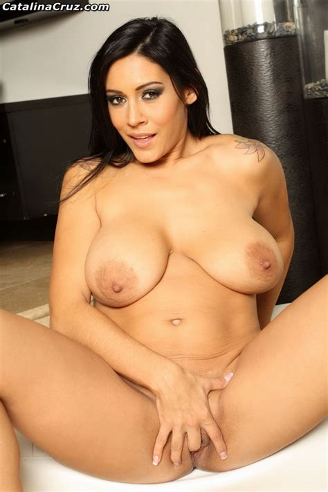 Busty Milf Raylene Finger Fucking Her Pussy And Playing