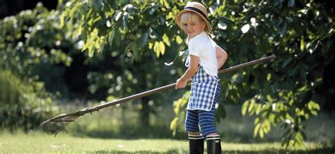 Rechen Gartenarbeit by So Macht Gartenarbeit Kindern Spa 223 Baby Und Familie