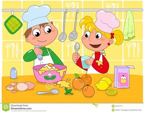 dessin animé de cuisine cuisson de garçon et de fille photographie stock libre de