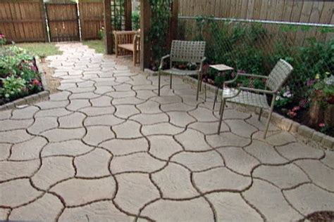 use interlocking concrete patio pavers to turn a plain
