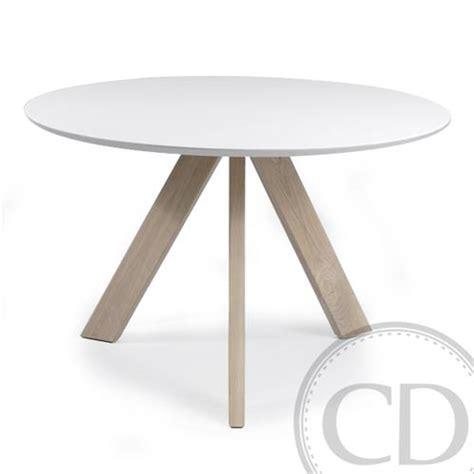 table de cuisine blanche table de cuisine ronde blanche scandinave sur cdc design