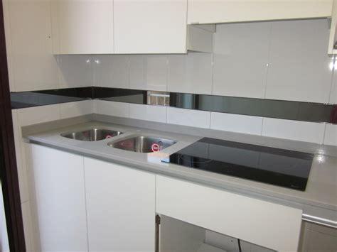 foto encimera de cocina en compac ceniza de marmoleria sa