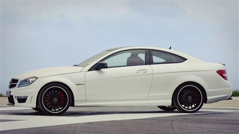 c63 amg w204 mercedes c63 amg coupe w204 487hp on race track
