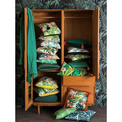 stoff für kissen outdoor kissen aus stoff bedruckt mit tropischem muster