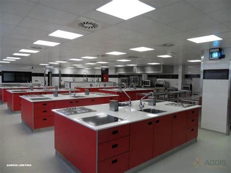 cuisine scolaire eclairage led d 39 une école de cuisine addis lighting