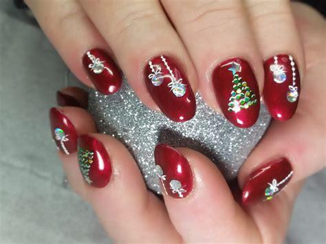 2018 christmas nails theme πάρε ιδέες για τα χριστουγεννιάτικα μανικιούρ