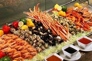 Signature Seafood Dinner Buffet Alaska Queen Crab Leg at