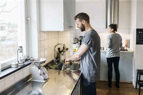 washing kitchen woman standing gender while dishes warn equality frau work weight pan loss young 1200 dietitians against diet getty