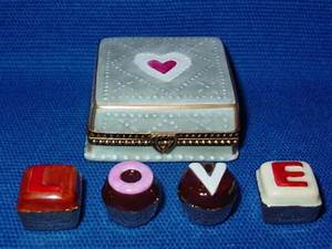 SQUARE BOX W/CHOCOLATES - Limoges Boxes and Figurines ...