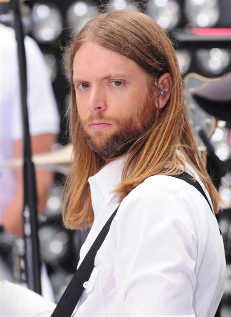 maroon 5 height james valentine 2018 haircut beard eyes weight