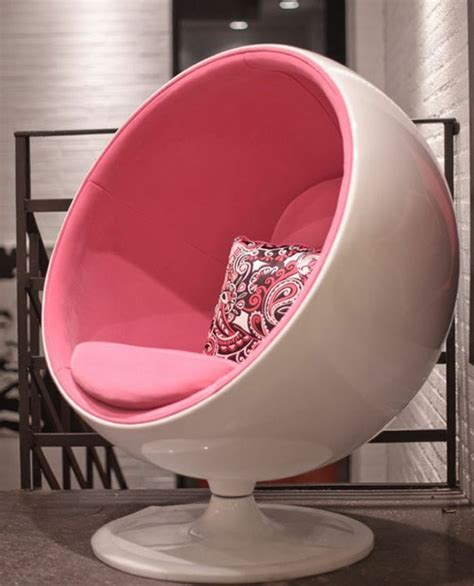 retro pink egg chair want