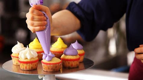 cupcake icing techniques cake decorating youtube