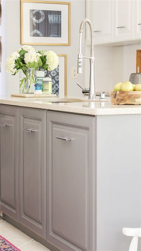 easy way to paint kitchen cabinets fastest way to paint kitchen cabinets the ultimate 9641