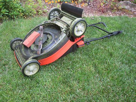 Richard Sprague Sharpen Your Lawnmower Blade