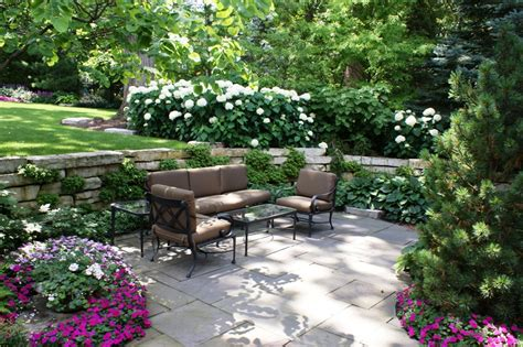 patio and garden setting in hinsdale walsh