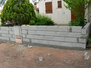 suite creation d39un muret de cloture en parpaings With exceptional maison bois et pierre 15 cloture en parpaing