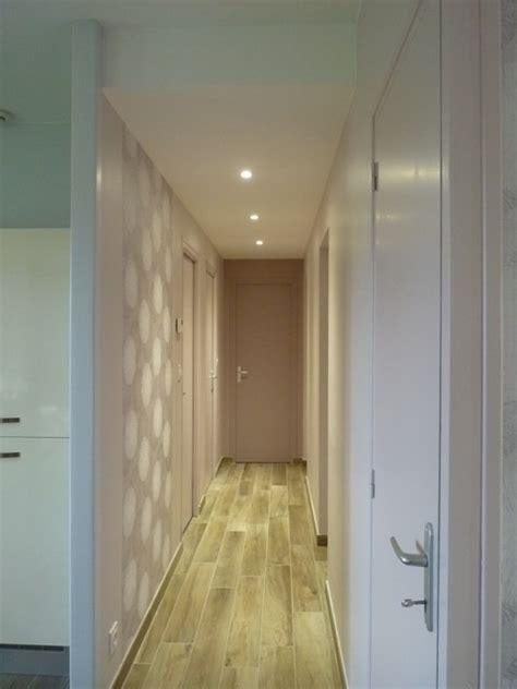 tenture plafond chambre couloir avec spots faux plafond moderne couloir
