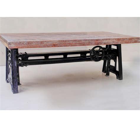 canapé promo table basse plateau bois et pied en fonte relevable
