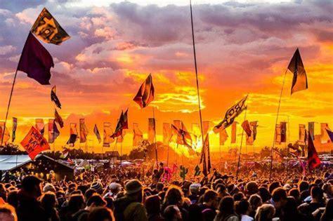 sunset glastonbury festival saturday incredible