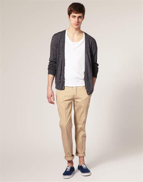 comment porter le pantalon chino de 232 re 233 l 233 gante