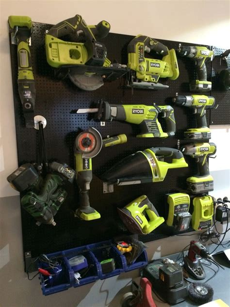ryobi tool board organiserad sa gott det gar garage