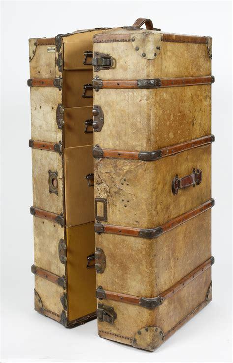 Lot  Malle Armoire De Voyage, Wardrobes, ( Plaque Du