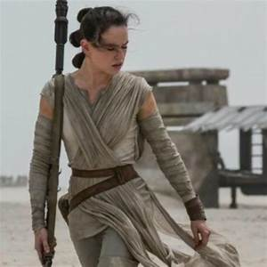 New 'Star Wars: The Force Awakens' Images Feature Rey & BB-8