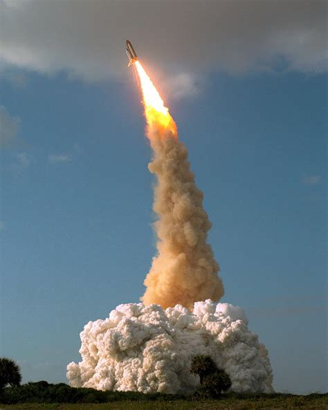 File:STS-31 Hubble launch roll and pitch.jpg - Wikimedia ...