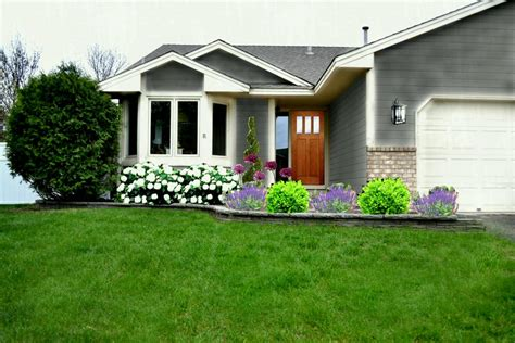 Small Front Yard Ideas For Minimalist Home Landscaping