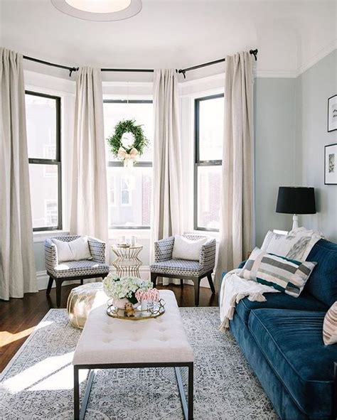 Decorating Ideas For Living Room With Bay Window by Best 20 Living Room Curtains Ideas On Window