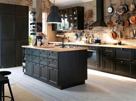 meuble cuisine noir ikea la cuisine bois et noir c 39 est le chic sobre raffiné