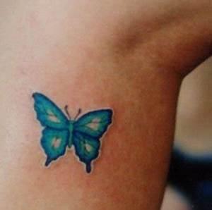 Kleiner Schmetterling Tattoo : 106 schmetterling tattoos f r frauen ~ Frokenaadalensverden.com Haus und Dekorationen