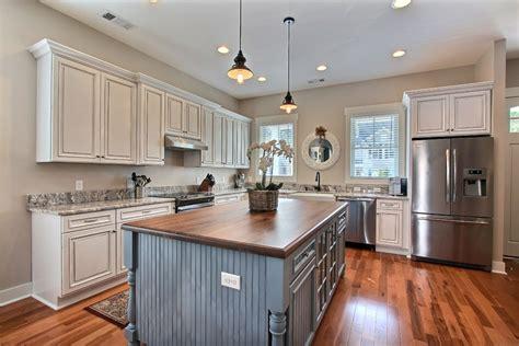 autocollant pour armoire de cuisine revetement meuble cuisine idées de décoration et de