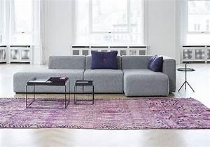 65 idees deco pour accompagner un canape gris elle With tapis rouge avec canape bleu marine cuir
