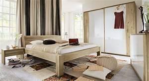 Schlafzimmer Komplett Mit Aufbauservice : komplett schlafzimmer rustikal aus wildeiche mit baumkante imst ~ Bigdaddyawards.com Haus und Dekorationen