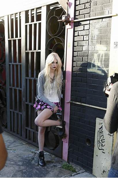 Momsen Taylor Virgin Material Touched Very Kaybetti